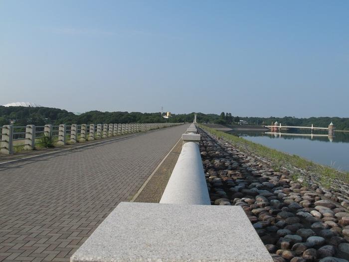 1狭山湖堤防.JPG